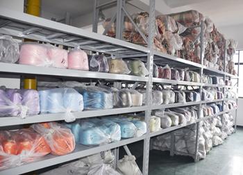 真丝拉绒围巾原料仓库