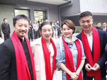 北影65周年校庆群星穿戴龙翔定做红色围巾