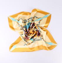 素绉缎方巾