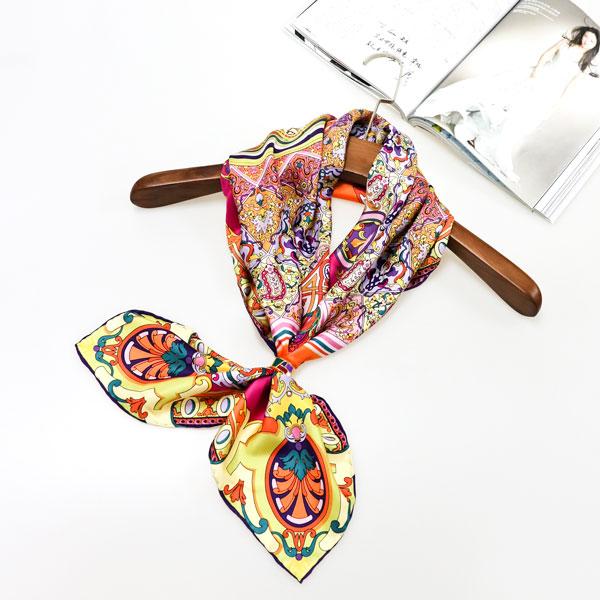 异域风情丝巾