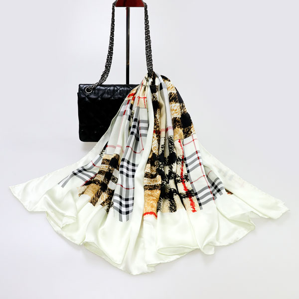 宝格丽纹丝巾